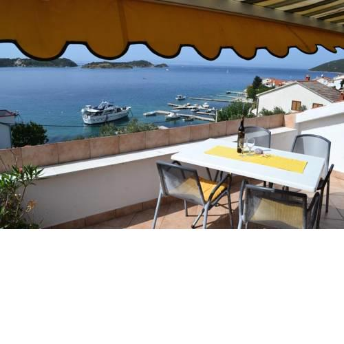 2 bedroom apartment with seaview
