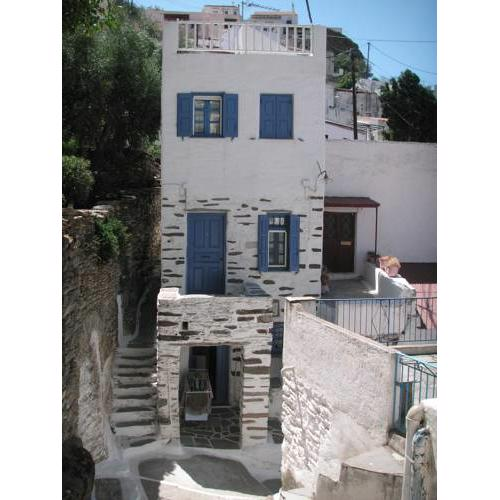 3-level doll house in Kea Ioulida/Chora, Cyclades