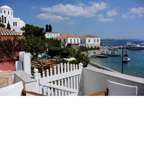 3-level home in the Old Harbour, with breathtaking sea-view (20m from sea)