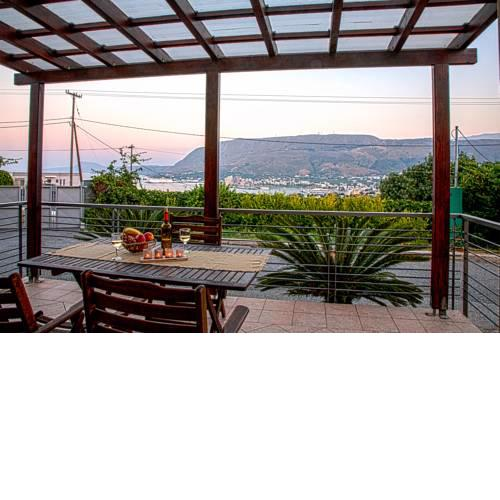 A house with view to Souda bay