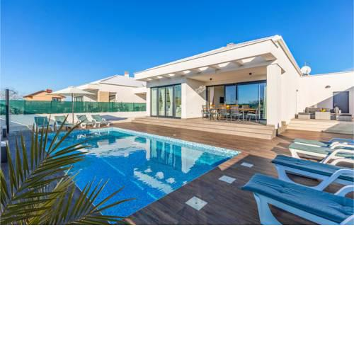 Amazing home in Sikici w/ Outdoor swimming pool and 4 Bedrooms