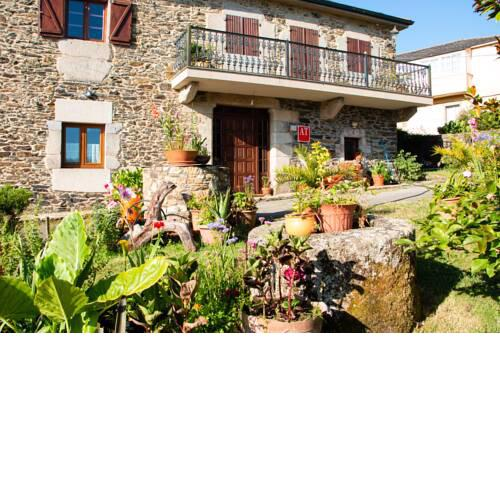 Apartment with 2 bedrooms in Viveiro with wonderful mountain view enclosed garden and WiFi 2 km from the beach