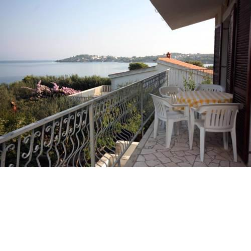 Apartments by the sea Necujam (Solta) - 5162