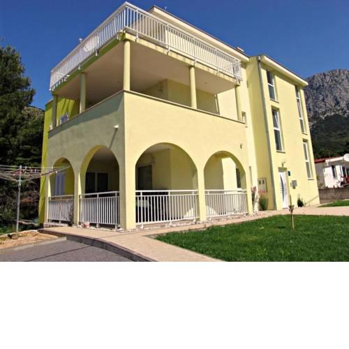 Apartments with a parking space Zaostrog (Makarska) - 15656