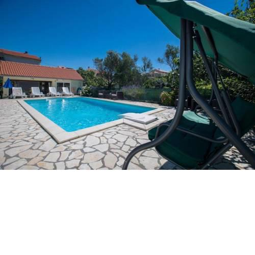 Apartments with pool in Supetarska Draga