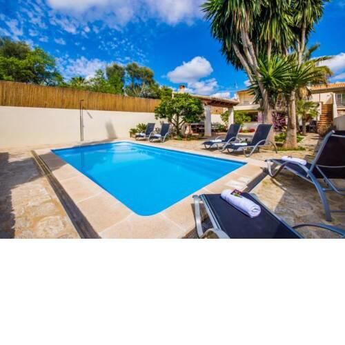 Ariany Holiday Home Sleeps 6 with Pool Air Con and WiFi