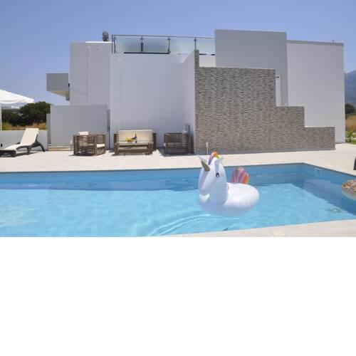 ASTERIA PEARL VILLA 2 with Rooftop Jacuzzi