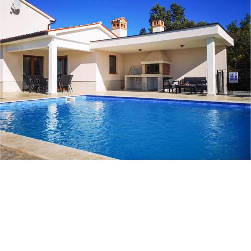 Awesome home in Koromacno w/ Outdoor swimming pool, WiFi and 4 Bedrooms
