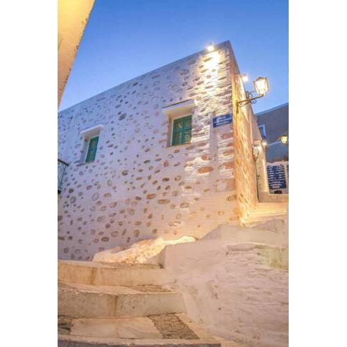 Azura, traditional residence in Ano Syros