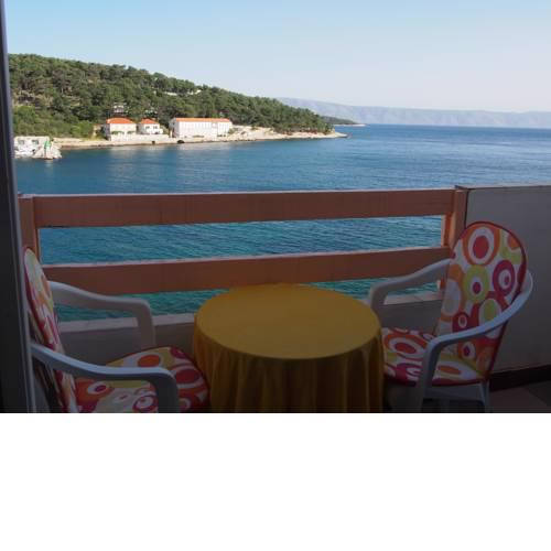 Beachfront Apartment Jelsa