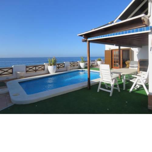 Beachfront Villa Romantica with private pool, jacuzzi, large terrace, BBQ, wifi, parking
