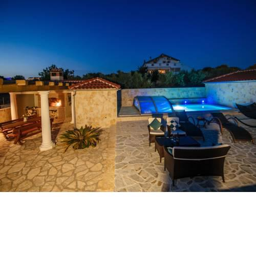 Beautiful Holiday Home in Debeljak with Swimming Pool