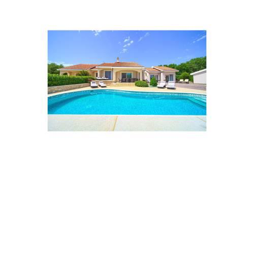 Beautiful home in Vrh w/ Outdoor swimming pool and 4 Bedrooms