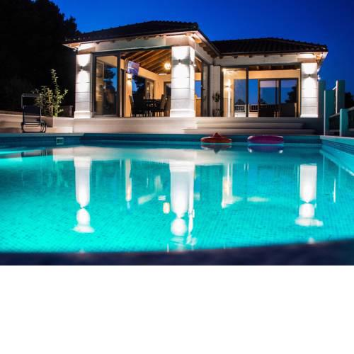 Beautiful Villa in Selca with Private Swimming Pool