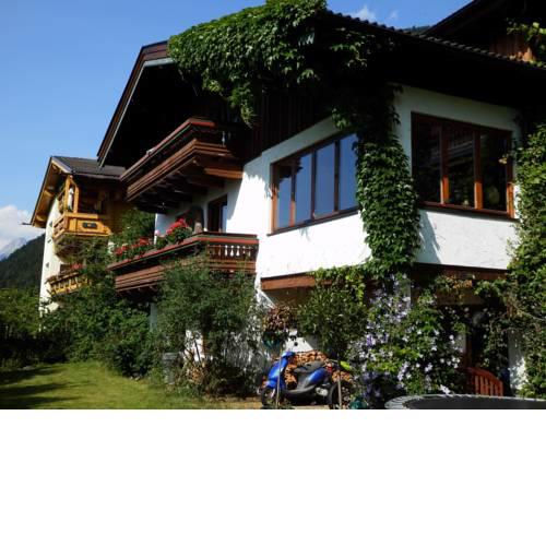Charming Alpine Holiday Home close to Zell am See