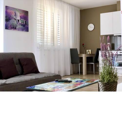 Cool Bratislava Apartment - A/C - Private Parking - Wifi