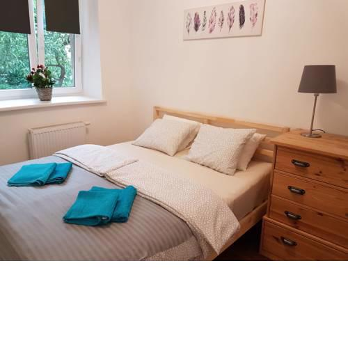 Excellent 2 bed Apartment 12 mins from Center