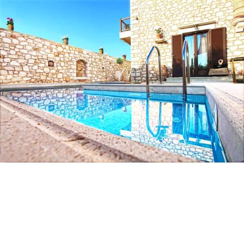 Exclusive villa with private pool with Jacuzzi close to the sea and surrounded by olive groves