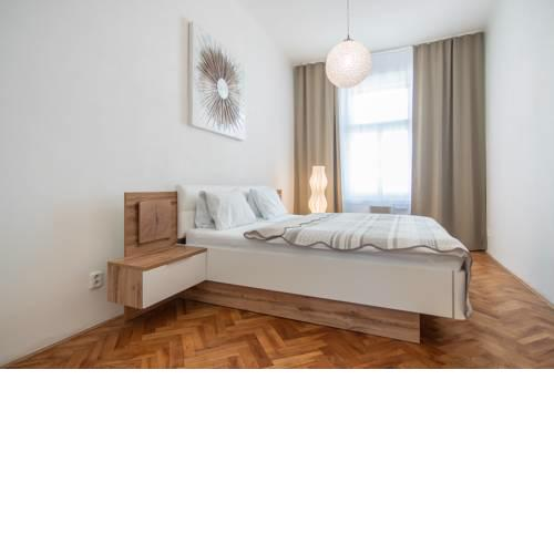 Family apartment with free parking by easyBNB