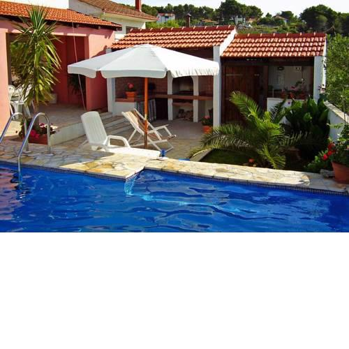 Family friendly apartments with a swimming pool Maslinica (Solta) - 5180