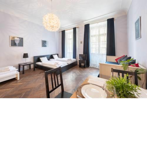 Historical Apartment 2 min walk from Charles Bridge