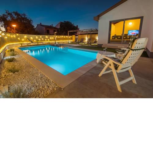 Holiday Home - Heated & Kids Pool
