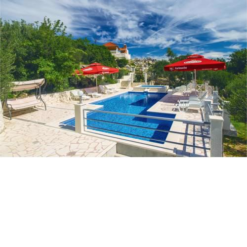 Holiday Home Kucice with outdoor pool