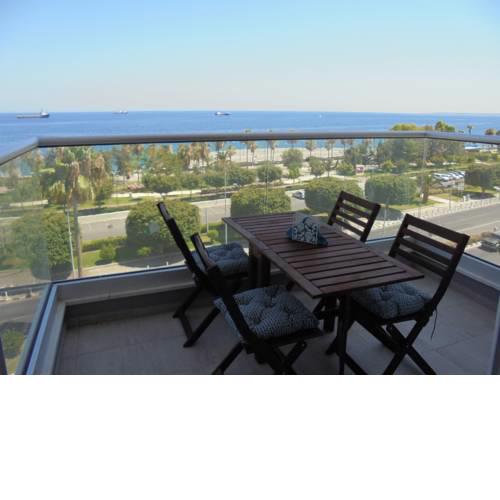 Kermia Court - Beach-front, modern 2 bedroom -sleeps 6