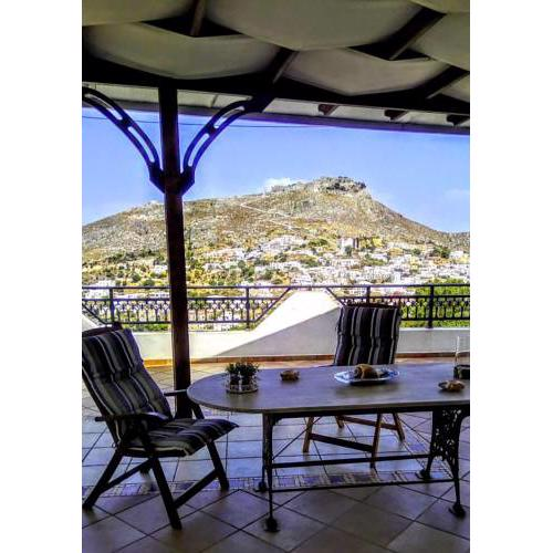 Leros Beautiful 3 bedroom House with castle view!