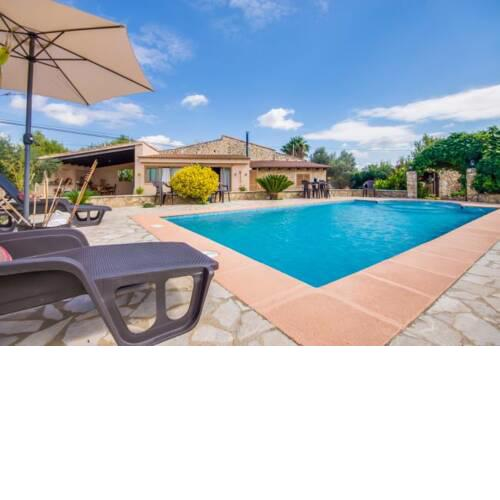 Lloseta Holiday Home Sleeps 6 with Pool Air Con and WiFi