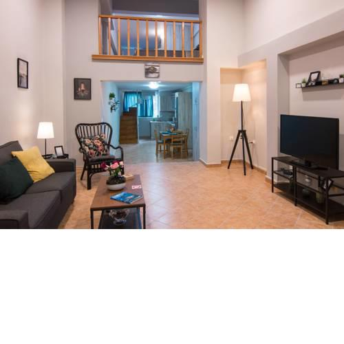 Loft renovated flat 5' from the old town Corfu