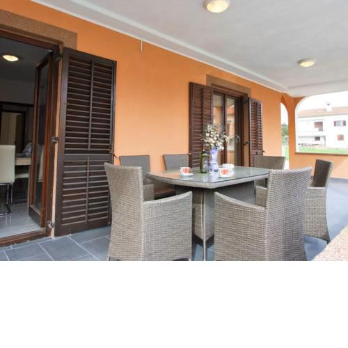 Lovely Apartment with Swimming Pool in Loborika
