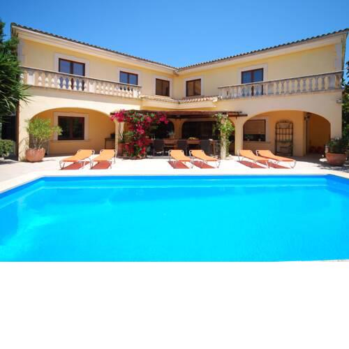 Luxe Villa in St Llorenc des Cardassar with Swimming Pool