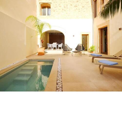 Luxury townhouse in Petra, private swimming pool in a quiet location