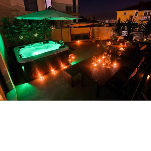 Luxury Urban Villa Apartments With Jacuzzi