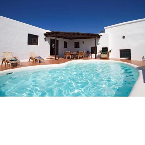 Macher Villa Sleeps 6 with Pool Air Con and WiFi