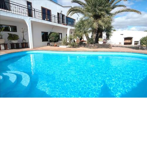 Macher Villa Sleeps 6 with Pool and WiFi