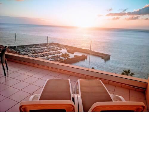Magnificent Apt. with Sea View, Cliff & Marina