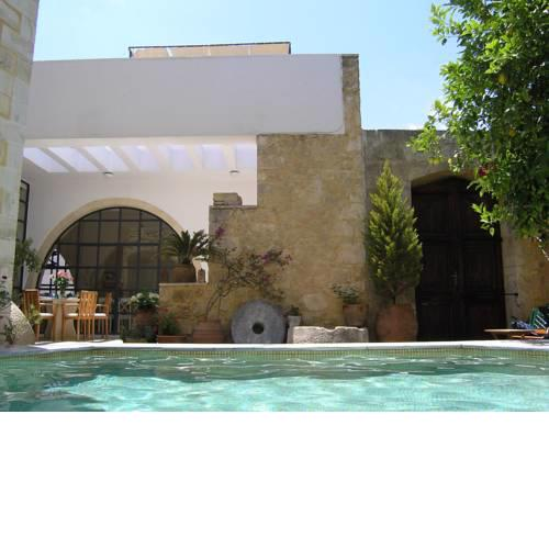 Maroulas Villa Sleeps 11 Pool Air Con WiFi