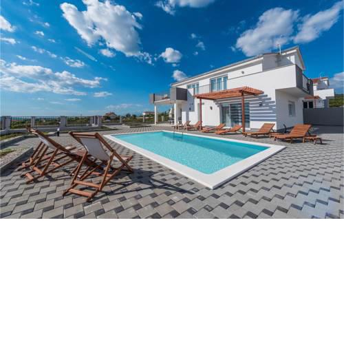 Nice home in Debeljak w/ Outdoor swimming pool and 4 Bedrooms