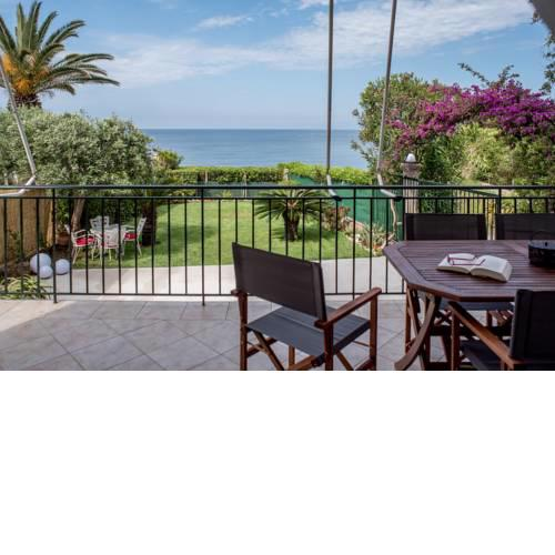 Oikia Eleanthi - Beachfront Garden Home!