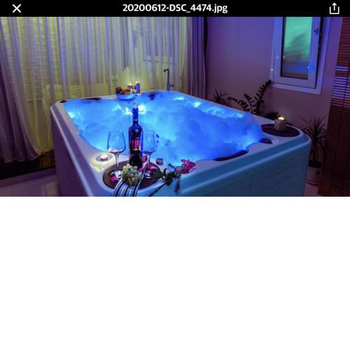Pervolia - Private luxury Jacuzzi suite
