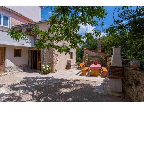 Pleasant, authentic holiday home in Polje, Krk. Just 2,5 km from the beach!