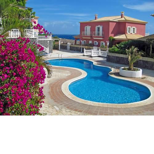 Pretty 2 bedroom villa with pool and WiFi