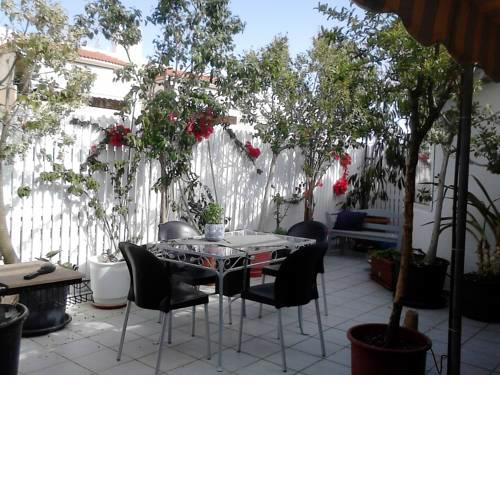 Roof-top garden apartment really well located in Athens
