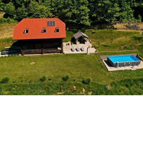 Rustic retreat with pool počitnice na kozolcu