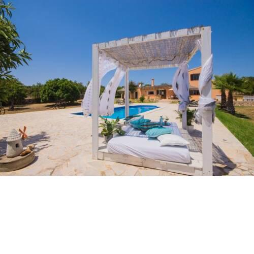 Santa Margalida Holiday Home Sleeps 4 with Pool Air Con and WiFi