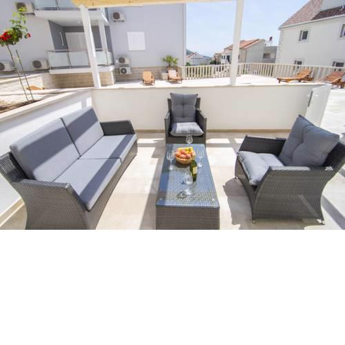 Sara 4 - 2BR apartment with big terrace and pool