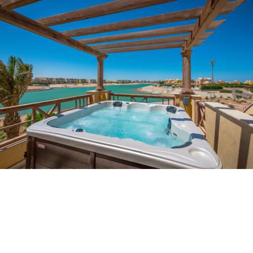 Scenic Views 3 bedroom Villa with private jacuzzi in Sabina
