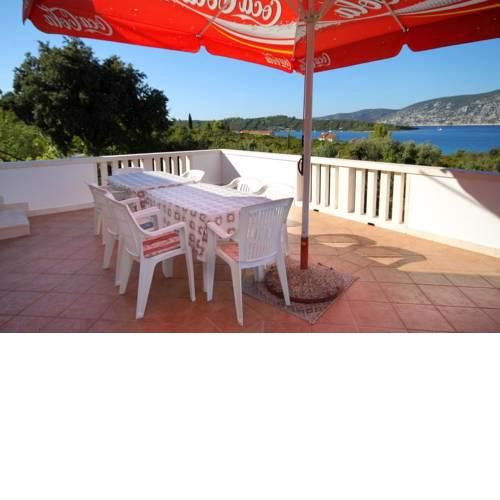 Seaside apartments with a swimming pool Kneza (Korcula) - 9269